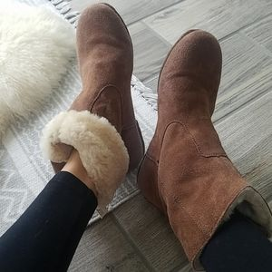 EMU Tamika sheepskin ankle booties